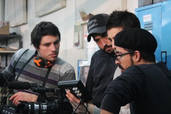 Salvador Palma, à direita, e membros da sua equipa técnica durante as filmagens na HUGAL, fábrica de calçado na Benedita
