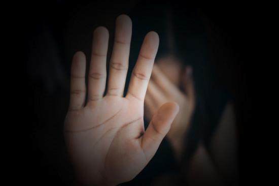 close-up-mao-de-mulher-mostrando-stop-violencia-contra-as-mulheres_34085-11 (1)